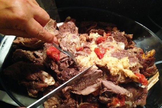 Στη Βοιωτία χοντρό λένε το κρέας της προβατίνας που έχει μπόλικο λίπος. Συνηθίζουν να το ψήνουν πολλές ώρες στη γάστρα τυλιγμένο σε λαδόκολλα, δηλαδή σαν δέμα από χαρτί, οπότε γίνεται πεντανόστιμο.