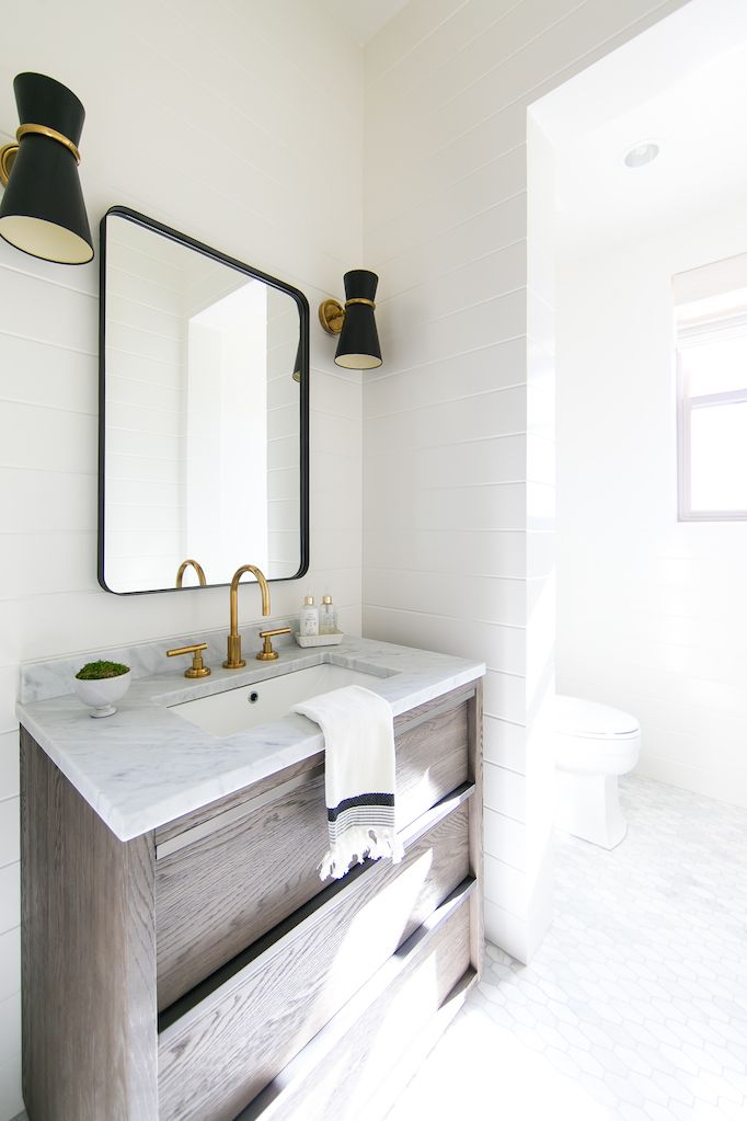 Best 25 coastal powder room ideas on pinterest small for New england style bathroom ideas