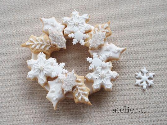 アイシングクッキーで作るホワイトクリスマスリース 白一色でもこんなに素敵!初心者でも出来る可愛くて美味しいクリスマスリースを作りましょう!