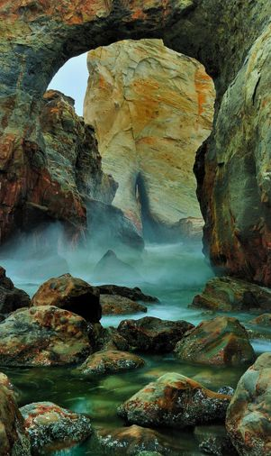 Keyhole Arch near Cape Kiwanda on the northern Oregon coast • photo: Garry Liddell on Flickr