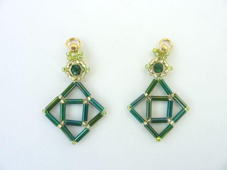 FREE beading pattern for Bugle Diamond Earrings (BeadDiagrams.com »)