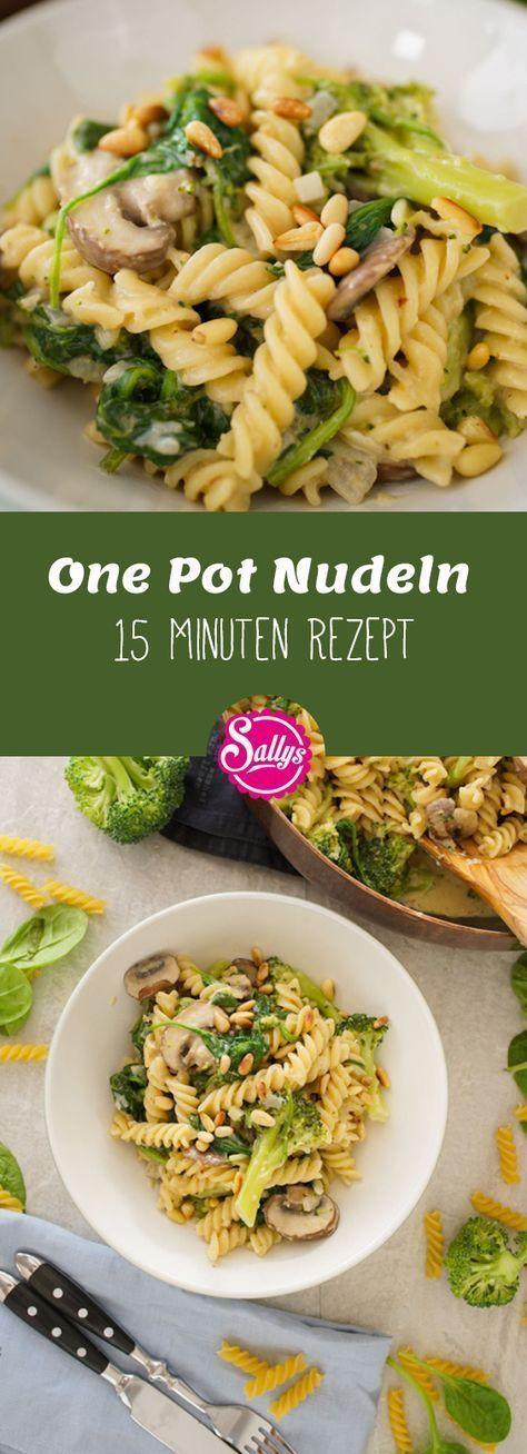 Du hast Hunger, aber wenig Zeit? Dann probiere diese One Pot Nudeln mit Champignons, Brokkoli und Spinat aus. In nur 15 Minuten liegt das fertige Gericht auf deinem Teller.