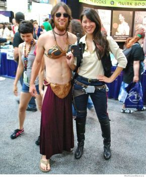 E uma versão de slave Leia SUPER SENSUAL! <3 HAHAHA (had to leave this caption as-is. lol! We were just joking about slave Leia costumes at cons, this really is the best poke at the trend ever! HA!)