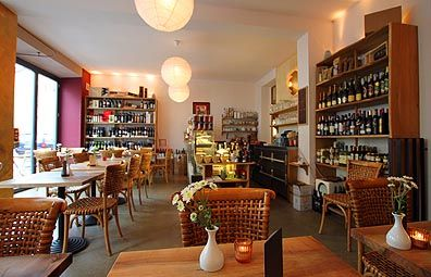L'amar - My favorite restaurant in Munich, Germany, Glockenbachviertel, 100 % organic, great meals all day, love to detail, very lovely service, cozy interior, I especially recommend the risotto  Written by Sarah Antwerpes