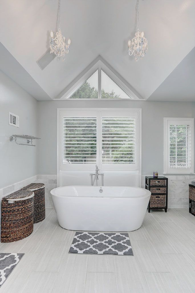 Luxury Spa Bath Room With Vaulted Ceiling Chandeliers And Free Standing Tub We Love This Master Bathro Bathroom Farmhouse Style Bathroom Bathtub Shower Combo