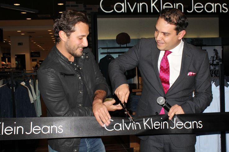 """Una de las marcas de prestigio en jeans para dama y caballero llega a Liverpool, ahora en su tienda de Perisur, donde encontrarán:""""Calvin Klein Jeans""""."""