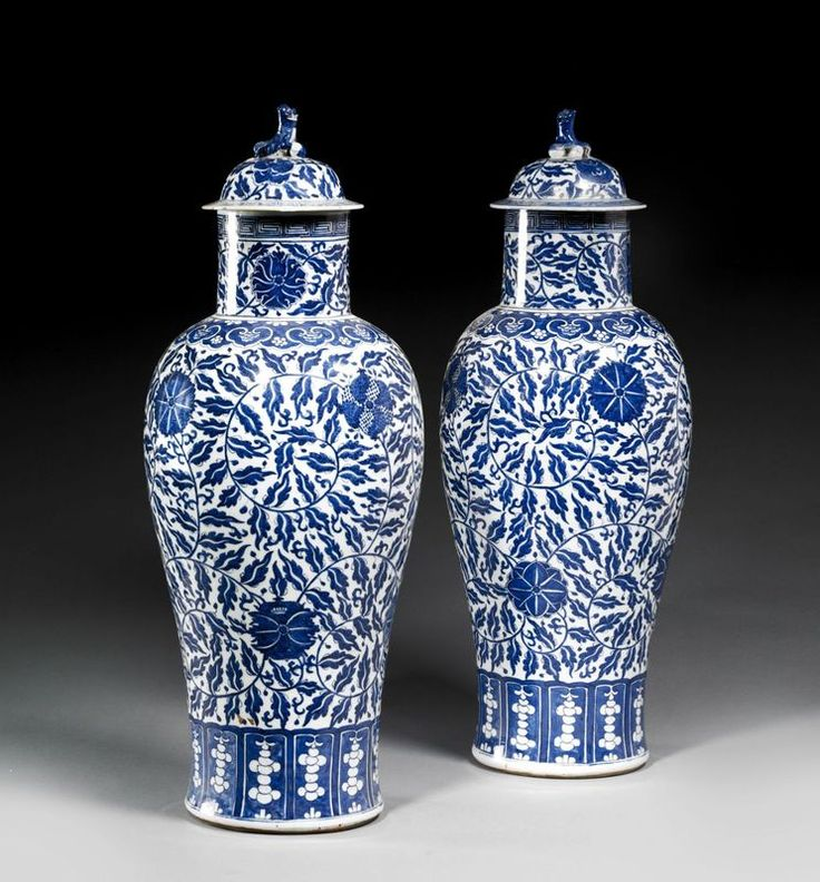 paire de grand vases couverts en porcelaine bleu blanc. Black Bedroom Furniture Sets. Home Design Ideas
