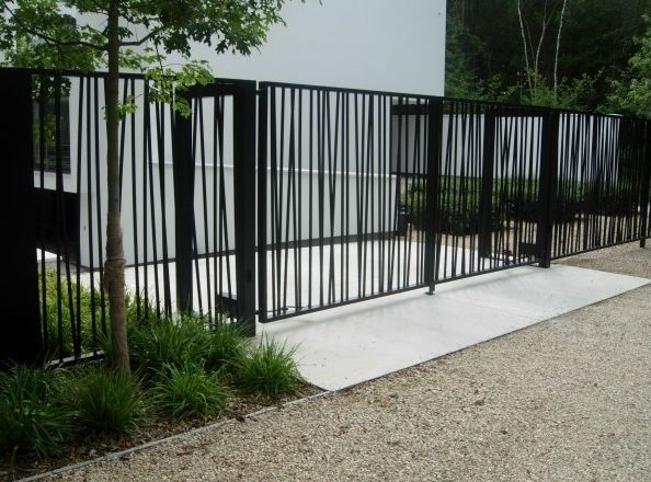 black fencing and gates | leuke tuinpoort