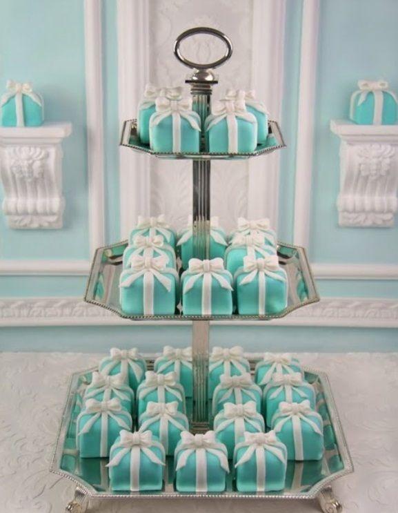 Tiffany-Co-Wedding-Theme-mini-cakes-boxes.jpg (577×743)