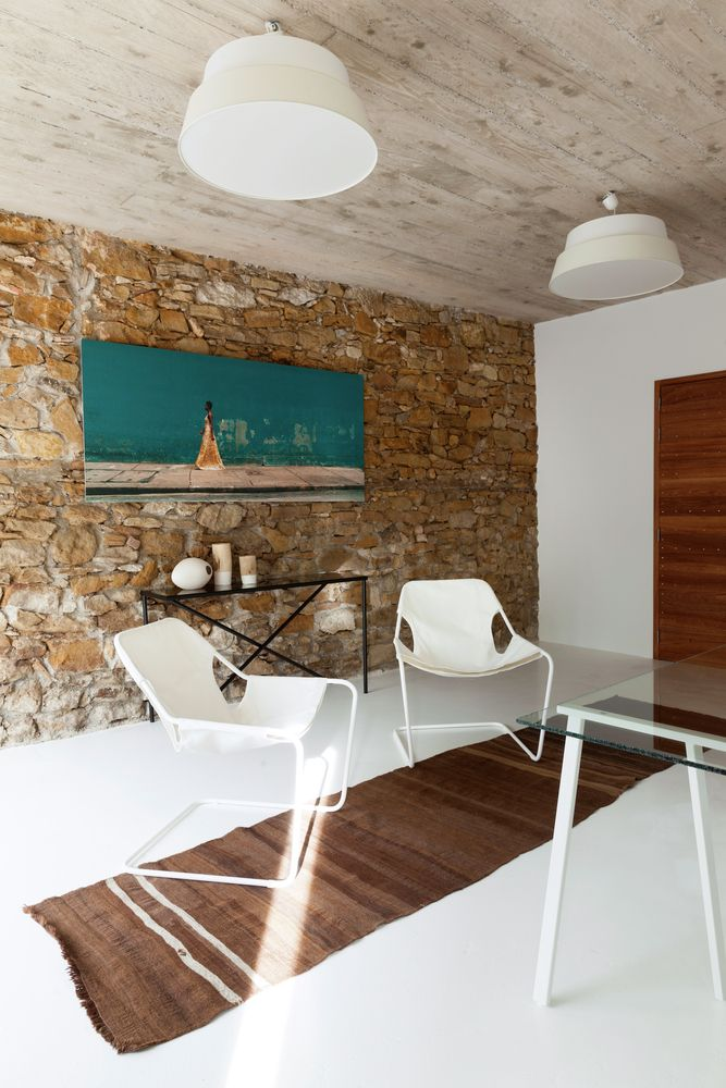 Gallery of Showroom and Storage Room in an Old Barn / Michael Menuet - 2