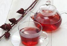 Chá de hibisco evita o acúmulo de gordura - Foto: Getty Images