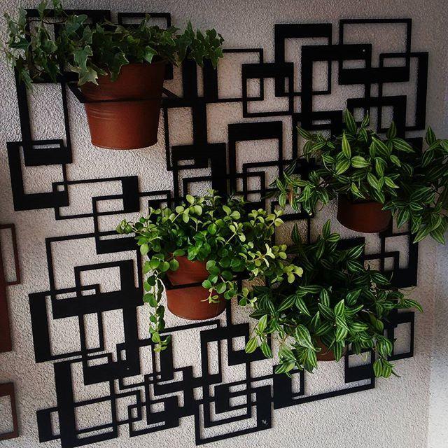 Fioriera Quadra by NIKLA.  #niklasteeldesign #fiori #piante #fioriera #greenwall #vasi #portavasos #portavasi #giardiniverticali #garden #vivai #metaldecor #metaldeco #homedesign #homedecor #terrazzo #balcone #patio #giardino #verde