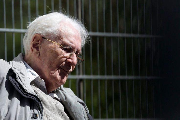 Oskar+Gröning+múlt+pénteken,+96+éves+korában+halt+meg+ágyban,+párnák+közt+egy+kórházban.+Éppen+az+előtt,+hogy+meg+kellett+volna+kezdenie+a+rá+jogerősen+kiszabott+4+éves+büntetését.    Oskar+Gröning+++Fotó:+Láng+András  2015.július+15.+Franz+Kompisch,+a+Lüneburgi+Tartományi+Bíróság+tanácsvezető…