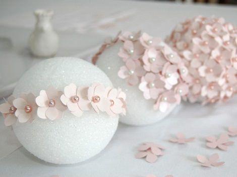 Cómo hacer bolas florales para bodas y fiestas http://www.ideasfiestas.es/decoracion-fiestas/como-hacer-bolas-florales-para-bodas-y-fiestas/