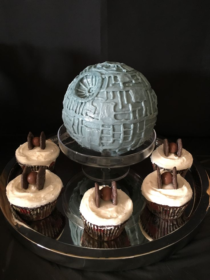 Death Star cake and tiefighter cupcakes