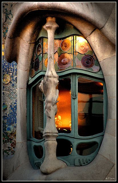 Through the window by alsuvi, Casa Batilo. Barcelona, SPAIN.     -----     Casa Batlló, Barcelona, España.(1904-1906)  -  Arq. Antoni Gaudí (25 de junio 1852, Reus -10 de junio 1926, Barcelona) España.