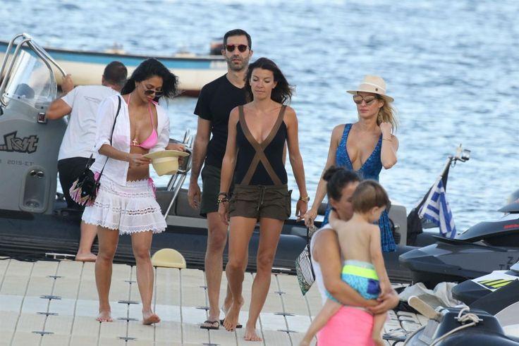 #Beach, #Bikini, #NicoleScherzinger Nicole Scherzinger in Bikini Top - Arrives at the Beach in Mykonos, Greece 07/01/2017 | Celebrity Uncensored! Read more: http://celxxx.com/2017/07/nicole-scherzinger-in-bikini-top-arrives-at-the-beach-in-mykonos-greece-07012017/