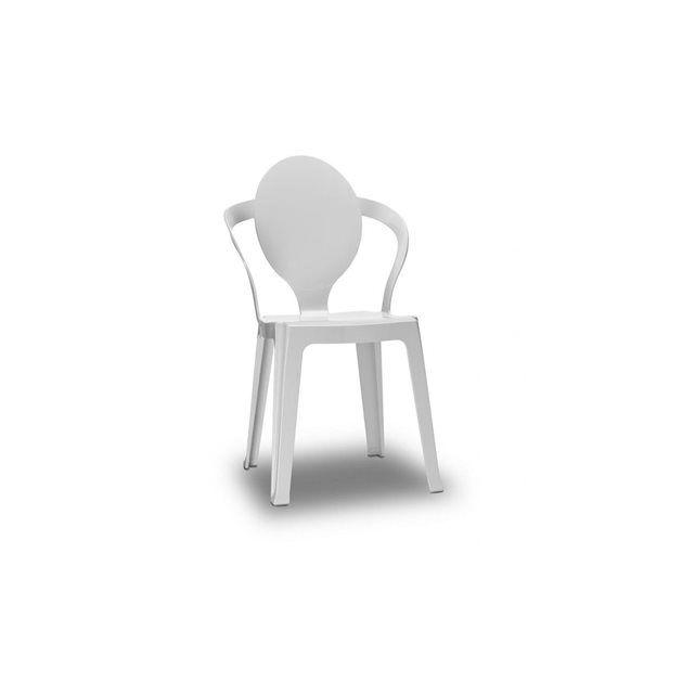 Chaise transparente design - SPOON transparente - Vendu à l'unité - deco  chaise de décoration design empilable presque à l'infini Designer: Roberto Semprini Créez une ambiance comme personne grâce aux chaises SPOON Autour d'une table de salle à manger, dans la cuisine ou même dans votre jardin, ces chaises s'adapteront facilement Des chaises pas chers, ultra design, et de très bonne qualité Cadre en polycarbonate. Caractérisée par un retour ovale ponctué par un mouvement de f...