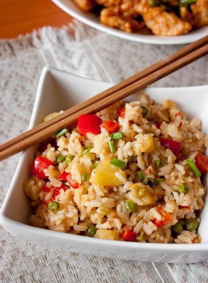 У нас тут прямо какие-то азиатские деньки в Макдональдс начались – много всего вкусного с китайским уклоном готовим и едим. Сегодня вот жареный рис с ананасом и сладким перцем. Прекрасный гарнир к недавнему стир-фраю, кстати 😉 Или к вот такой курице. Да и вообще много к чему 🙂 Если вы…