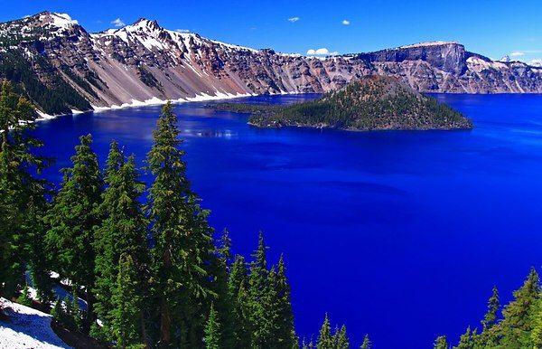 Кратерное озеро. США