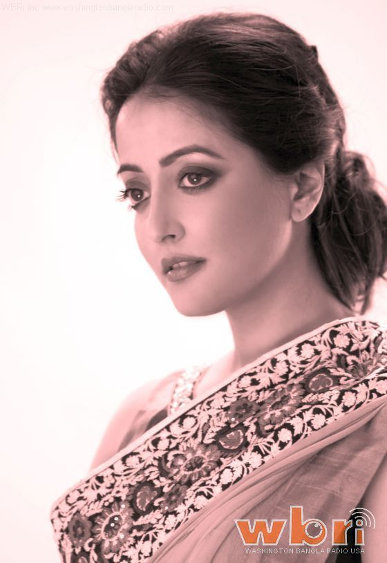 BOLLYWOOD DIARIES Actress Raima Sen looked shy and unprepared. And the very first question this journalist asked her was: 'Aapki mom apne zamaane mein badi sex bomb thi. Kya aap bhi sex bomb banna chahati hai?' Raima was shocked at this bizarre question. She didn't know where to look ... Read more: http://www.washingtonbanglaradio.com/content/25109916-uncovered-missing-page-raima-sens-bollywood-diary  #raimasen #bollywooddiaries