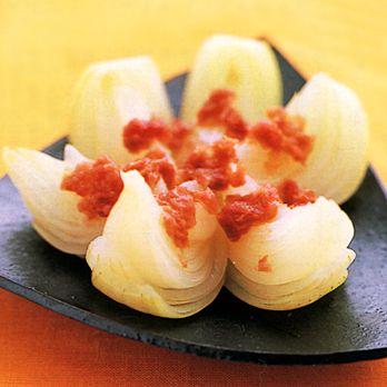 レンジ蒸し玉ねぎの梅かつお by柳原るりさんの料理レシピ - レタスクラブニュース