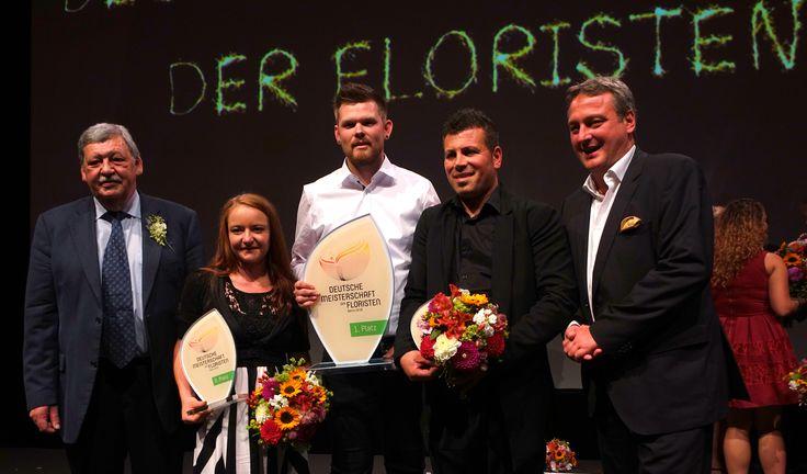 Siegerfeier im Kosmos Kino Berlin mit Helmuth Prinz, Präsident des Fachverband Deutscher Floristen, Sarah Hasenhündl, Stephan Triebe, Mehmet Yilmaz und Stefan Gegg von der Fleurop AG.