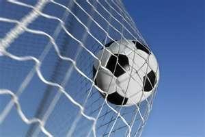 Si Pitágoras hubiera tenido la suerte de vivir en esta era, hubiera sido entrenador de fútbol, porque el fútbol es geometría, apertura y cierre de espacios, movimientos lógico matemáticos.  (Anónimo)
