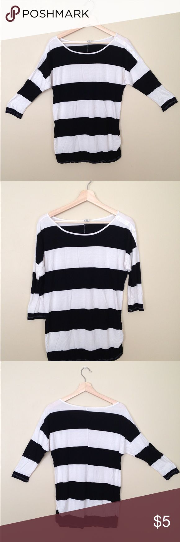 Old Navy Black White Stripe 3/4 Sleeve Shirt Med Old Navy Black White Stripe 3/4 Sleeve shirt black and white in great condition. Size Medium. Tag says MATERNITY but can be for everyday wear by anyone - nothing MATERNITY about it. Maybe just stretchy? Has buttons on a Sleeve for detail. Great with jeans or black or neutral trousers! Very lightly worn. Old Navy Tops Tees - Long Sleeve
