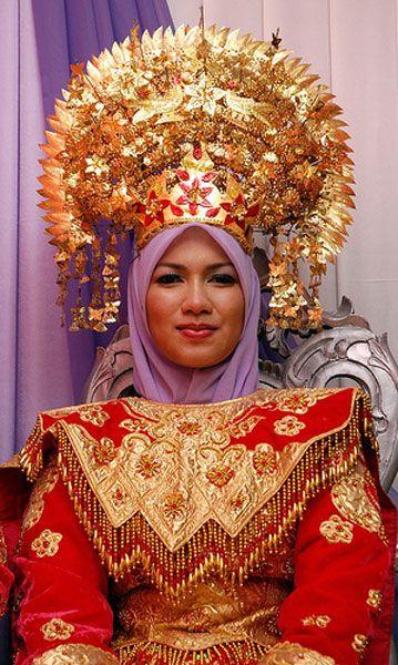 Minangkabau crown for bride. Mid-20th century. Sumatra, Indonesia. Kelana DMC - a member of Gondwana DMC's, your network of global boutique Destination Management Companies - visit www.gondwana-dmcs.net or www.kelanadmc.com