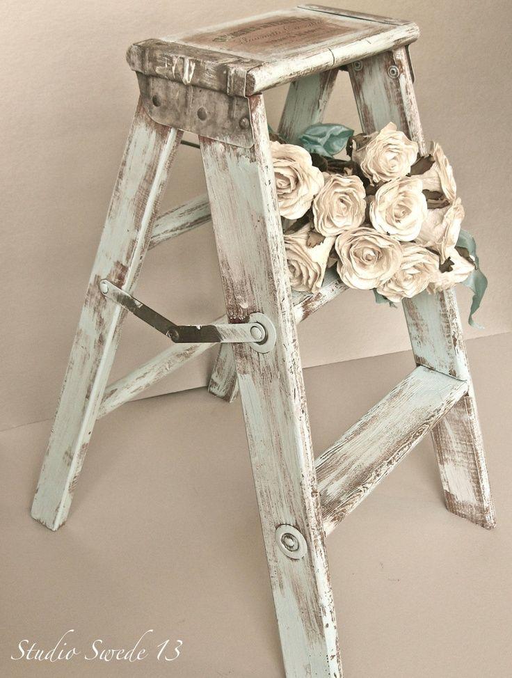 Le vecchie scale in legno sono oggetti che oramai (anche se da poco) sono entrati a pieno titolo ad abbellire le nostre case laddove però, ci sono segni evidenti di uno stile inconfondibile che si identifica nello shabby chic style …per ovvie attinenze! Esse trovano posto in qualunque ambiente della nostra casa… Vecchie scale riportate ... Leggi ancora