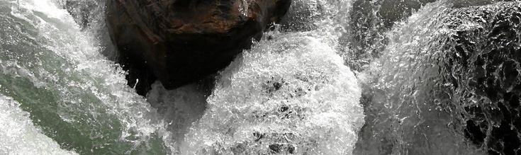 Wasserfall Kanada: das Wasser wirkt wie eingefroren