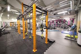 Siłownia z bramą do treningu funkcjonalnego #trening #funkcjonalny #functional #training #fitness #gym