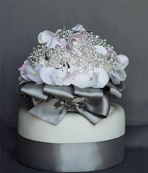 vintage bridal brooch bouquet wedding cake topper pearl rhinestone crystal silver white. Black Bedroom Furniture Sets. Home Design Ideas