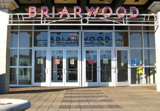 Briarwood Mall anchor stores at the Briarwood Mall cnchor stores include: Macy's, Sears, Von Maur, and JCPenney's, plus over 120 other shops.   http://annarbortalks.com/ann-arbor-community-use/ann-arbor-michigan-real-estate-community-the-latest-from-briarwood-mall/
