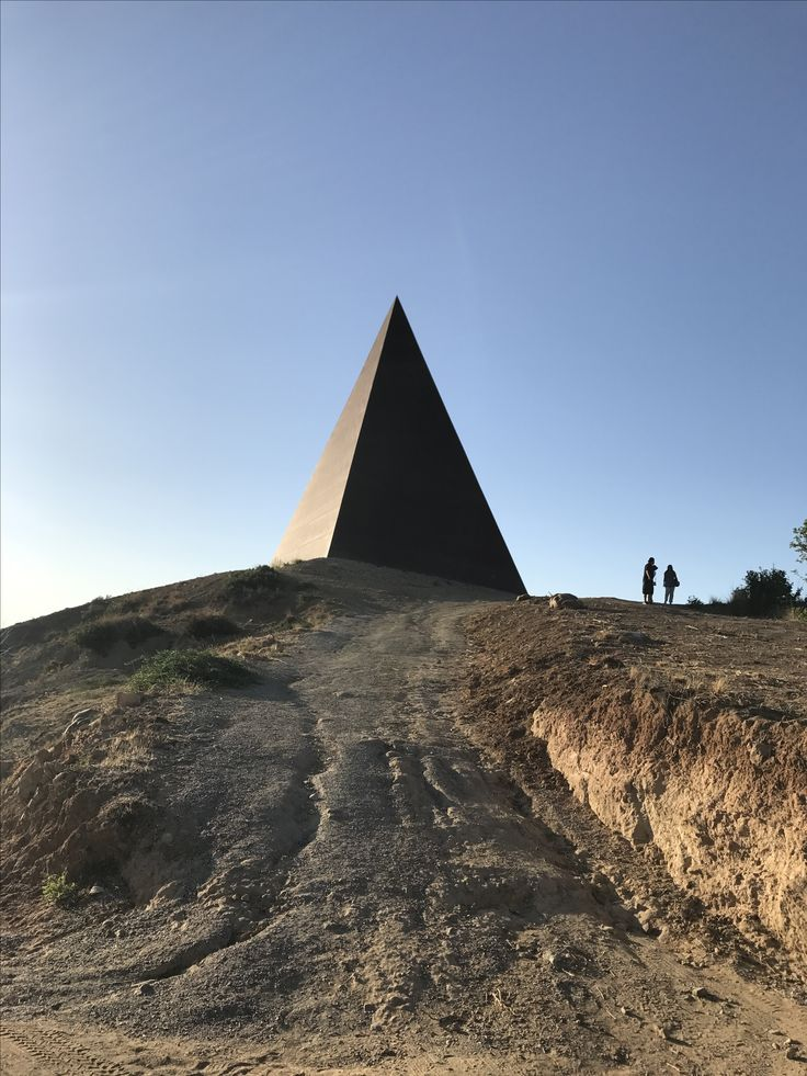 Fiumara d'arte, Piramide 38° parallelo  Tusa, Messina, Sicilia, Italia