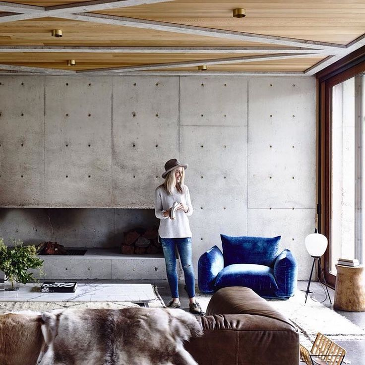 """Is this the perfect balance between warm and cool tones? The Concrete House is located in Torquay, Australia and designed by @auhaus! Albeit concrete can…"""