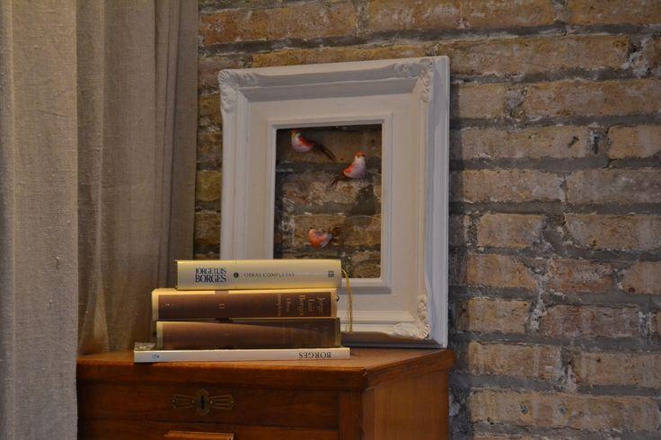 Un toque moderno en la Habitación siempre viene bien. #opengran #decoracion #white #buengusto #chic #barcelona #libros