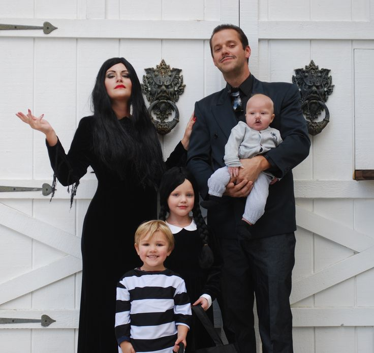 addams family costume Morticia, Gomez, Wednesday, Pugsley and baby Pubert.