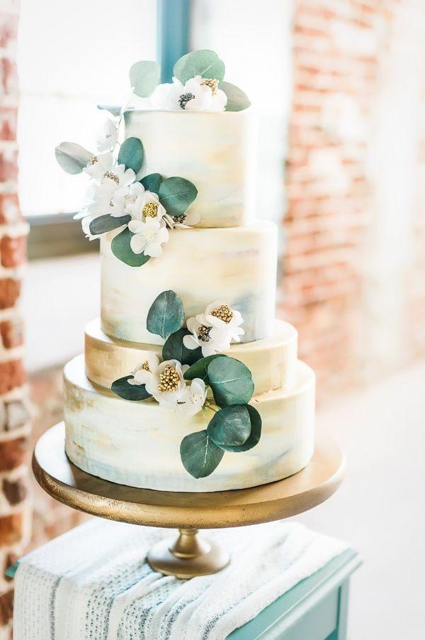 Kuchen mit Blumen – Foto von Fotografie von Angela Tucker ruffledblog.com / …   – Wedding Cakes + Sweets
