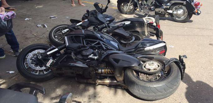 Sábado já quase no final da tarde na rua das motos no setor de oficinas do Sudoeste - DF , a irmã do dono da borracharia em frente ao Luciano Lava Motos ( não sei ainda o nome dela ) deu ré em seu ...