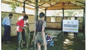 Lapisan Semen Terpasang, Ada Sekolah yang Layak untuk Rohingya