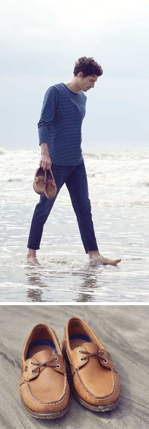Head out in seaworthy style with a pair of classic Sperry boat shoes. Combining comfort and enduring style, these classics are just as purpose-built now as they were in 1935.   Discover what makes each of our iconic boat shoes unique, and find the perfect silhouette and styling details for any look.  Find your favorite Sperry men's boat shoes today at Sperry.com.