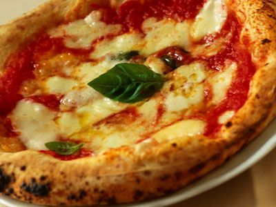 Pizza Margherita http://www.buonissimo.org/ricette/5297_pizzamargherita.asp