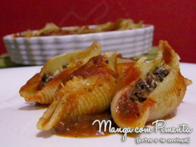 Conchiglione de Carne Moída e Molho de Tomate, perfeito para o almoço de domingo. Clique na imagem para ver a receita no Manga com Pimenta.