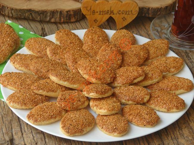 Pastanelerde satılan kurabiyeleri aratmayan, ağızda dağılan nefis bir kurabiye tarifi...