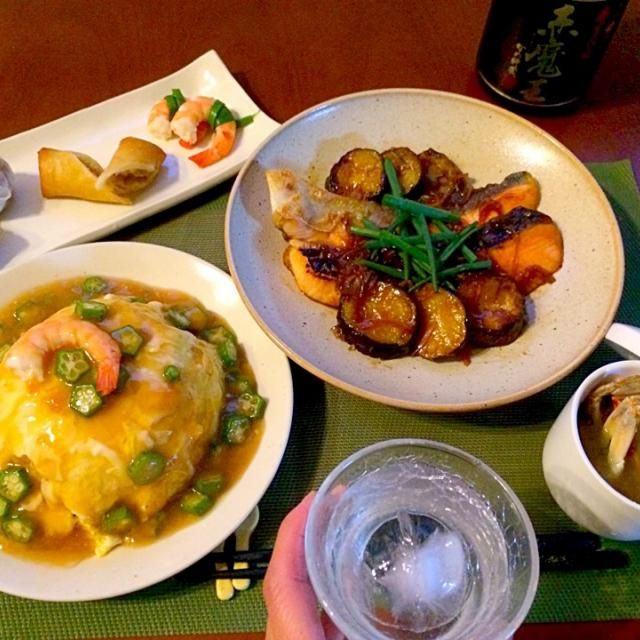 海老出汁を餡掛けに使ったのでパスタに入れようと思ってた小ぶりの渡り蟹でお味噌汁温まります♨️ 明日は中華にしようと和よりに仕上げていただきます(^人^) - 62件のもぐもぐ - Today' Dinner前菜・海老出汁あんかけ天津飯・鮭の南蛮漬け・渡り蟹のお味噌汁 by honeybunnyb