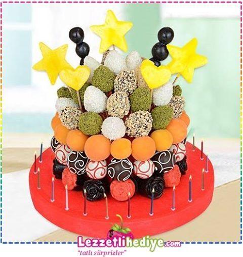 Erkeğe hangi pastayı seçsem hediye etsem derdindeyseniz büyük süpriz kaçınılmaz 12-15 kişilik kutlamalara özel; http://www.lezzetlihediye.com/lezzet-cicekleri/karisik-lezzet-cicekleri/bigsurprise-dogum-gunu-hediyesi