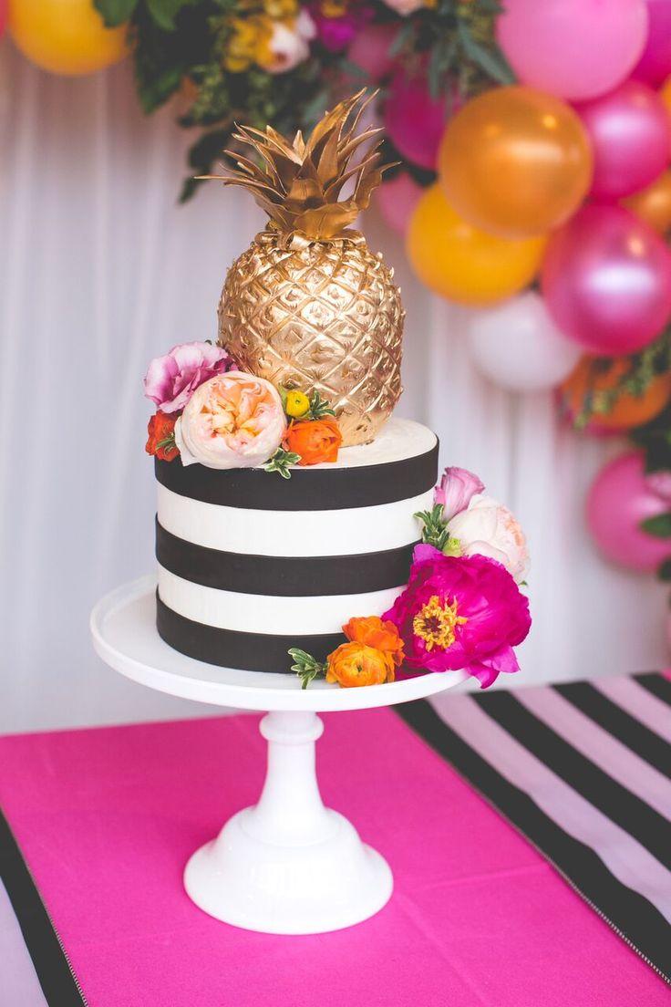 Chá de panela: ideias de decoração com o tema abacaxi no Casar.com, onde você encontra Inspirações e Dicas para seu Casamento feito por quem mais entende do assunto