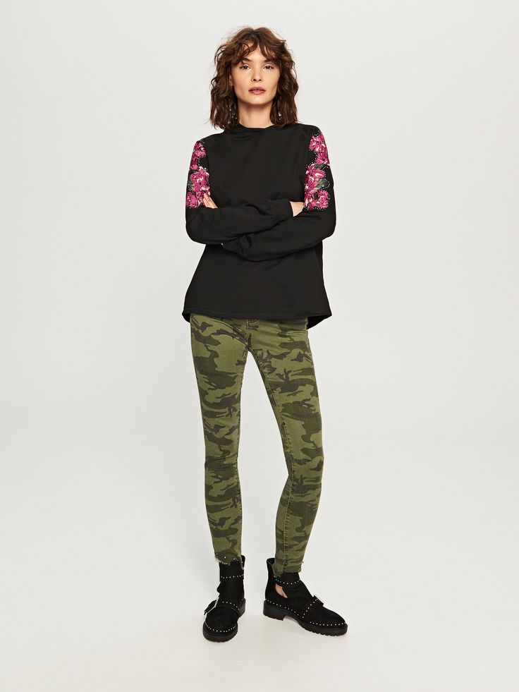 http://www.reserved.com/pl/pl/woman/all-1/clothes/blouses/sp060-99x/hooded-blouse